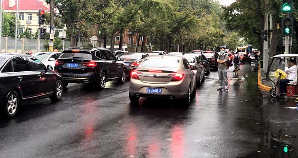 盛煌:中秋假期首日全国主要道路交通安全形势平稳